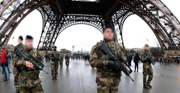 Militares Torre Eiffel